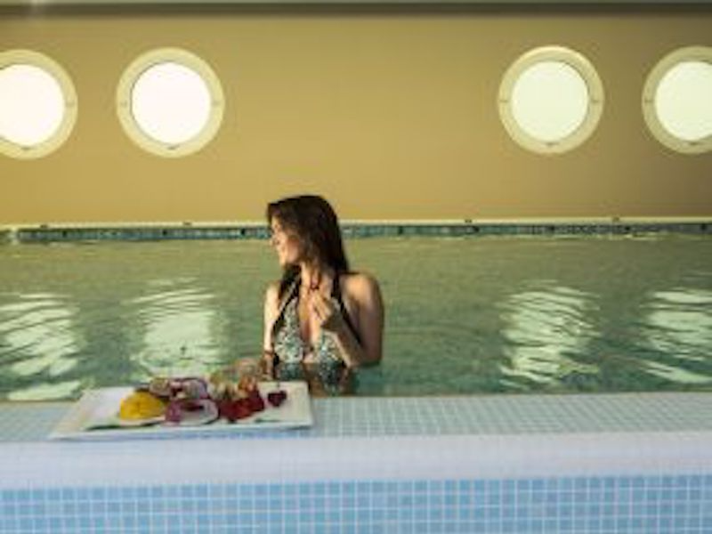 Picture of Lune Pool Therme indoor pool