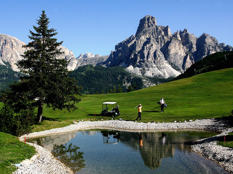 Picture of Playing golf in Alta Badia
