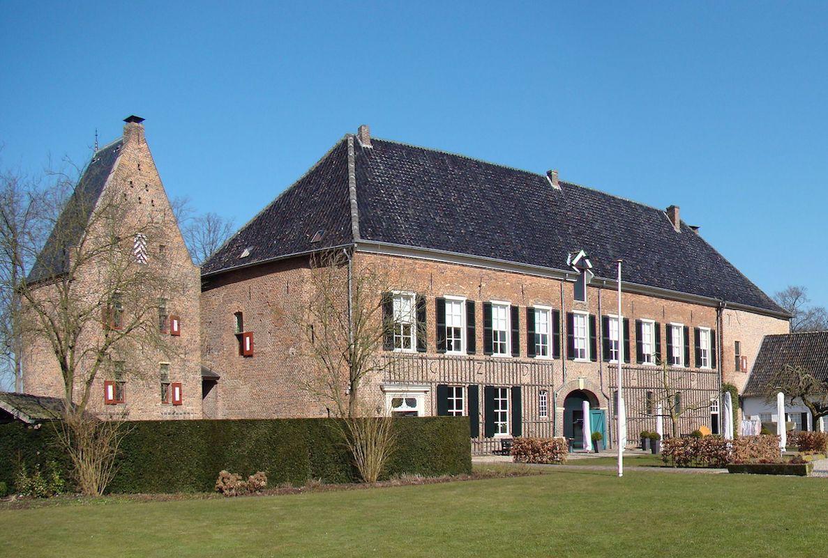 Medieval Huis Bergh castle